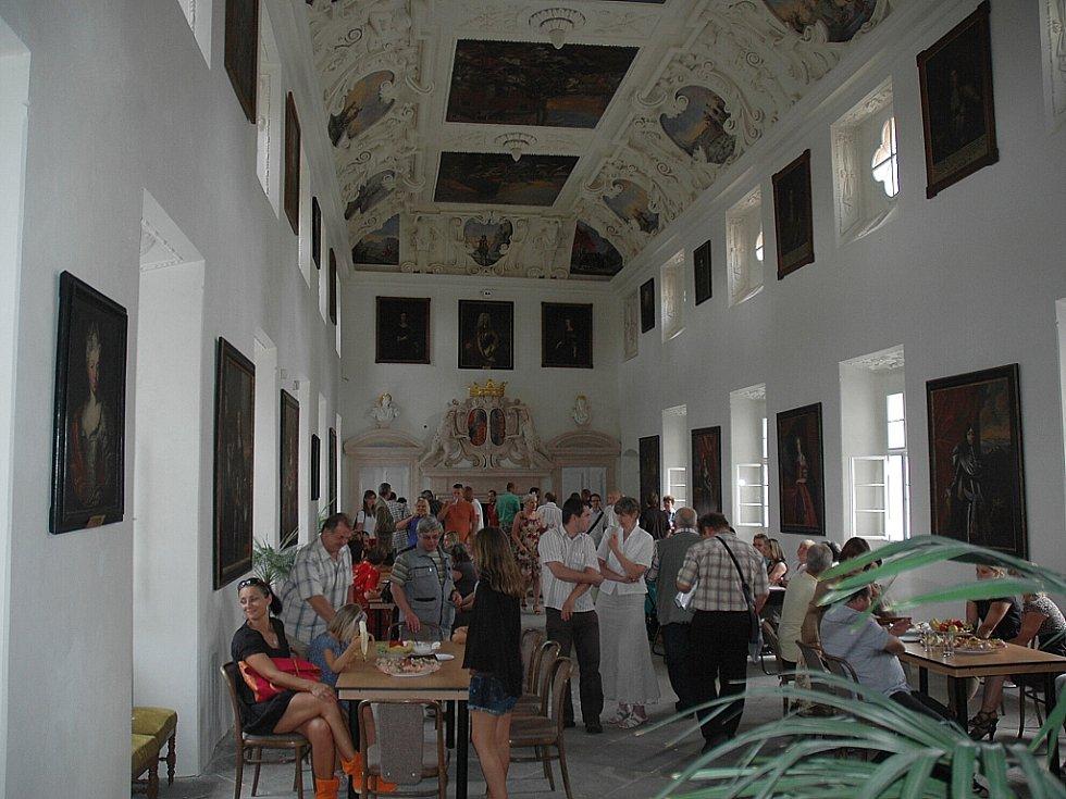 Přes půl milionu turistů prošlo zámkem Lemberk v Jablonném v Podještědí za 20 let od jeho opětovného otevření veřejnosti.