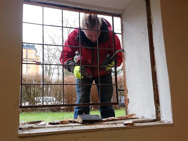 Zateplení domu a dětí mládeže přinese úspory i nové prostory pro ty, co tam přespávají.