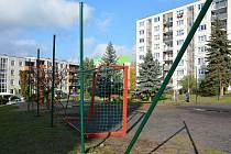 Sídliště Sever v České Lípě - místo, kde vandalové ničí dětské hřiště, proto radní zrušili záměr na jeho vybavení a vybudování.