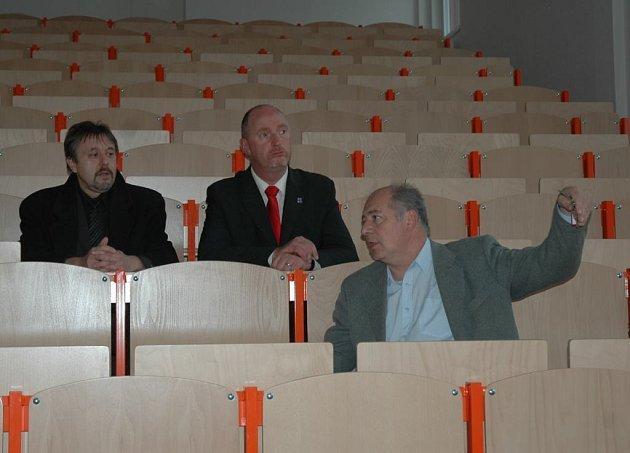 Jindřich Mareš, Petr Skokan a Jindřich Novák v novém sále