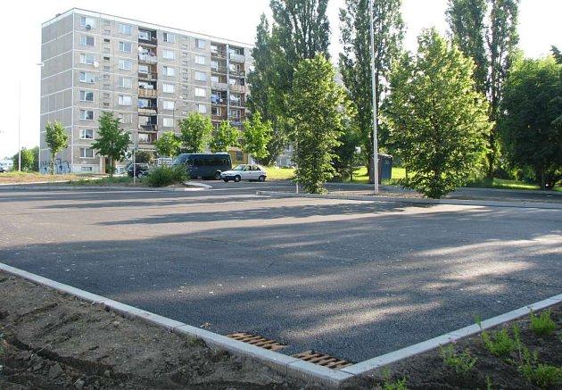 Na novém parkovišti chybí jediné - auta.
