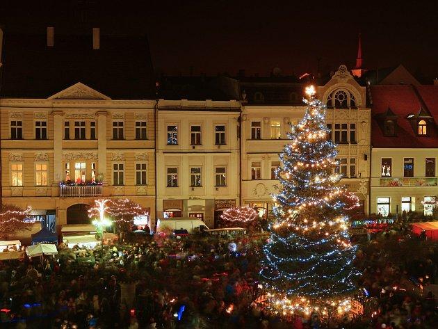 Rozsvícení vánočního stromu na českolipském náměstí.