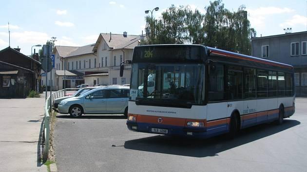 S jízdními řády MAD v České Lípě lidé příliš spokojeni nejsou.