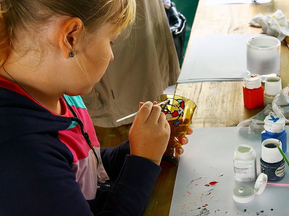 Tisíce lidí, včetně zahraničních návštěvníků, přilákal o víkendu na Novoborsko festival Meet Czech Design, ale také tradiční Sklářské slavnosti.