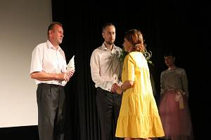 Výroční cenu za Radovana Novotného převzal jeho nejstarší syn Jakub společně s Radovanovým bratrem Milanem.