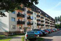 ÚZEMÍ NIKOHO. Panelové domy jsou Mimoně, jejich nájemníci pro změnu Ralska.