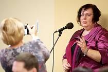Zastupitelstvo na návrh starostky České Lípy Romany Žatecké schválilo, aby město vytvořilo pracovní místo pro koaliční zastupitelku a radní města Pavlu Procházkovou (ANO2011).