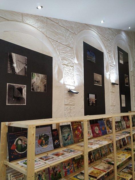 Knihkupectví a kavárna Knihomil.