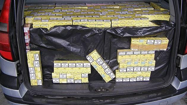 Celkem celníci napočítali 128.400 cigaret.