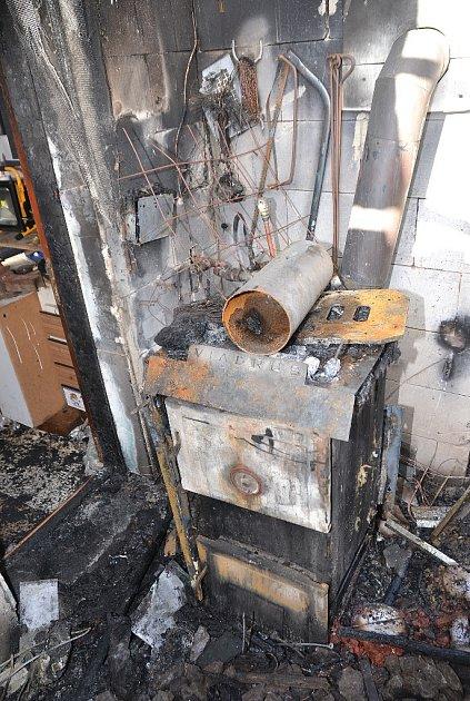 Požár rodinného domku ve Cvikově byl ohlášen ve středu ve 21:22 hodin.