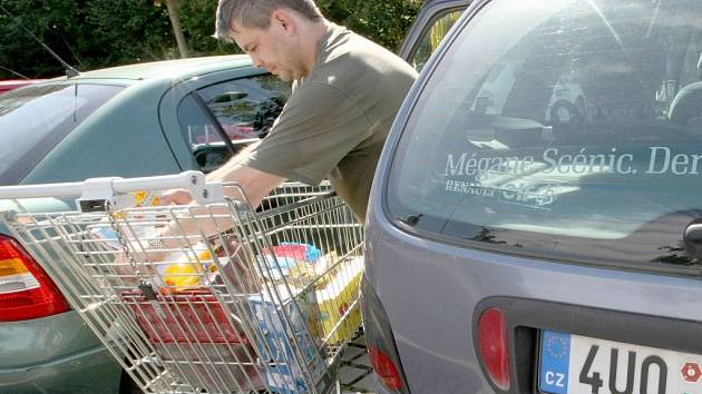 Mnoho lidí z Českolipska se vydává za nákupy do sousedního Německa. Některé zboží je tu znatelně levnější.