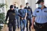 Obviněného z vraždy Václava M. z Volfartic poslal soud v České Lípě do vyšetřovací vazby. V neděli zastřelil svého souseda, který ho napomenul za hluk.