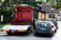 I desítky aut denně odtáhla odtahová služba přes léto na záchytné parkoviště ve Starých Splavech.