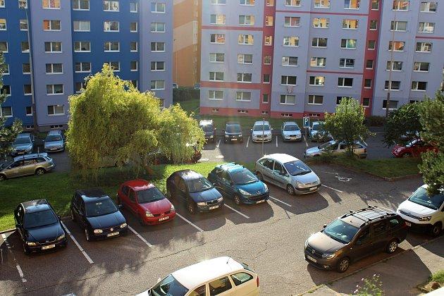 Českolipská radnice si nechá zpracovat analýzu parkovacích potřeb, aby mohla přijít skoncepčním a systematickým řešením problému.