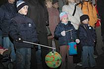 Oslavy 28. října zakončí tradiční lampiónový průvod z náměstí na vodní hrad Lipý.