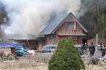 Požár chaty v Písečné.