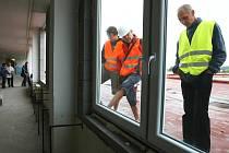 Výměna oken a zateplování fasády už začalo