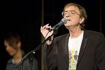 V rámci svého historicky prvního akustického turné ve své úspěšné kariéře přijel Miro Žbirka v sobotu do českolipského Jiráskova divadla.