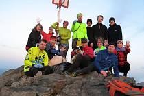 Úklidem po nepořádných turistech si běžci minulé úterý zpestřili 49. výběh na Klíč.