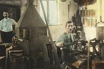 Vlastivědné muzeum a galerie v České Lípě zahajuje v ambitu vernisáží 10. dubna 2019 výstavu Brusírny a mačkárny skla na Českolipsku a Jablonecku.