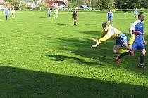 Zápas mezi Kunraticemi a Loko Česká Lípa byl okořeněný kromě gólu přes celé hřiště přímo od brankáře také mnoha fauly na obou stranách