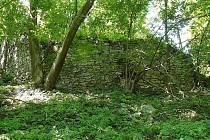 FREDEVALD. Leží u obce Prysk nad říčkou Kamenicí. Podle pověstí tu obchází černá příšera.