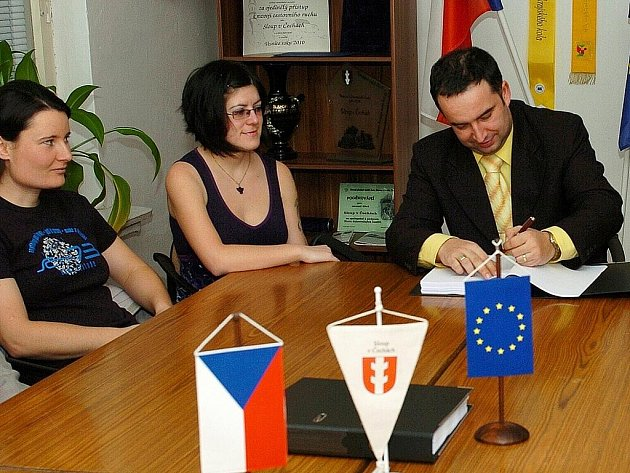 Ve Sloupu mohli konečně podepsat smlouvu se stavební firmou, která opraví zdejší Národní dům.