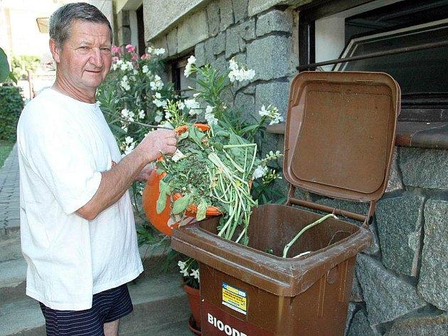 Třídění bioodpadu.