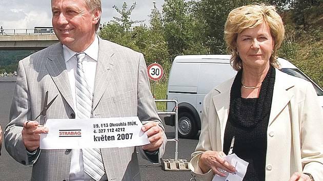Premiér Mirek Topolánek s místostarostkou Nového Boru Stanislavou Silnou