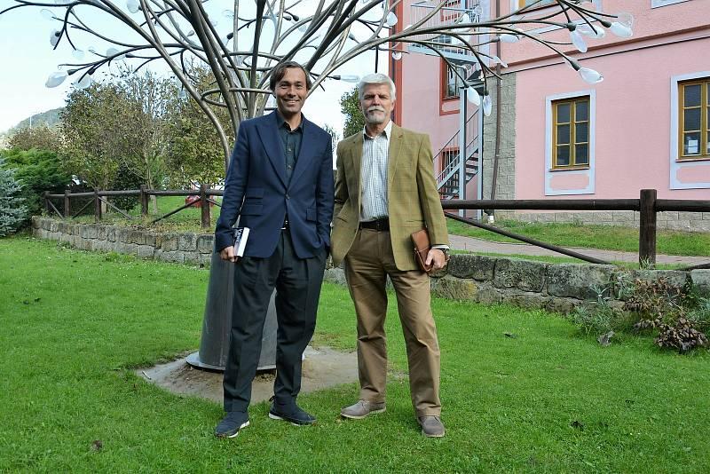 Generál Petr Pavel navštívil sklárnu Lasvit - Ajeto v Lindavě.