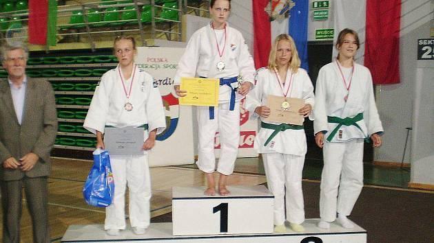 Petra Kašparová (druhá zprava) obsadila druhé místo.