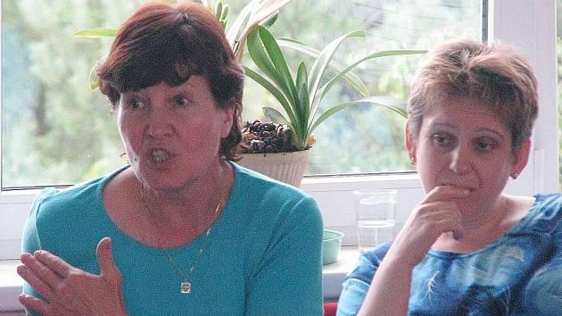 Ředitelka šenovské školy Hana Svobodová (vlevo).