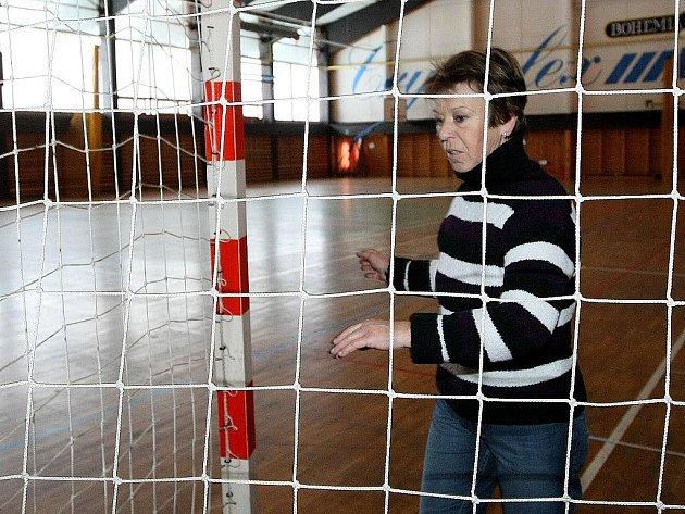 O čistotu a pořádek se v novoborské sportovní hale stará Jaroslava Mánková.