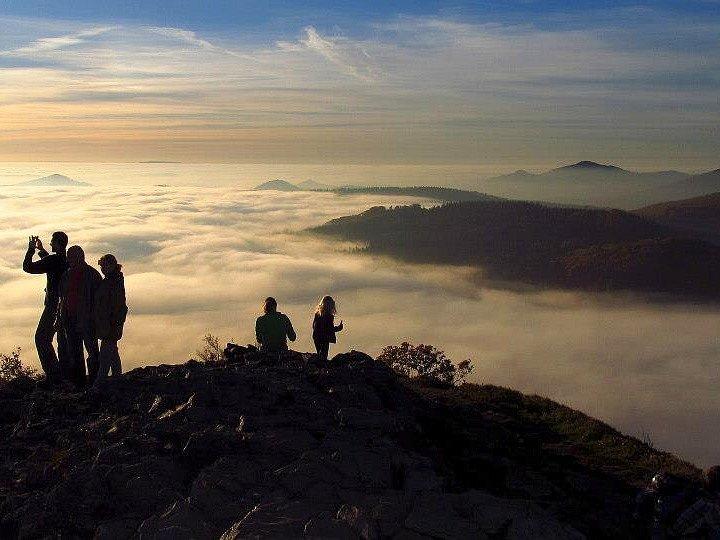 Kopec Klíč, ze kterého pochází tento snímek, patří mezi významné přírodní rezervace Lužických hor.