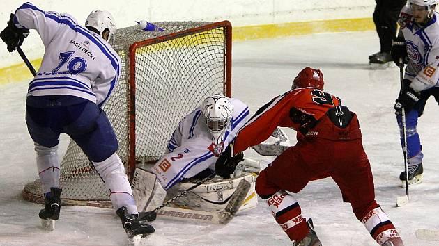 """HC Česká Lípa - HC Děčín """"B"""" 3:5 (0:3, 1:1, 2:1)."""