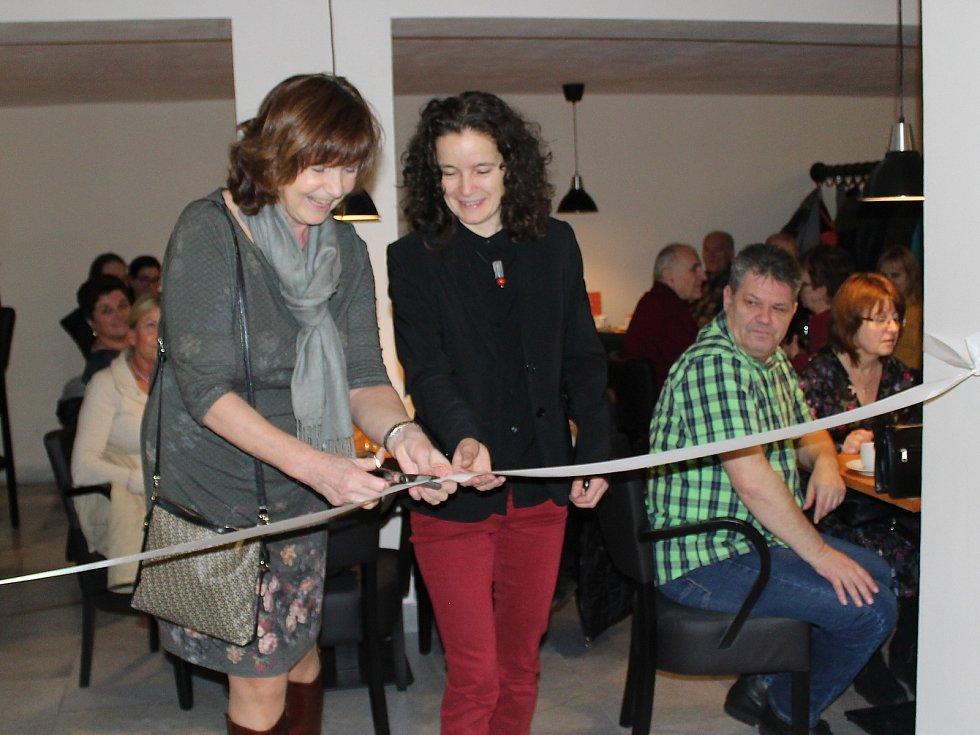 V Městském kině v Novém Boru otevřeli novou kavárnu.