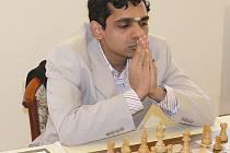Indický velmistr Krishnan Sasikiran poprvé nastoupil za Nový Bor v extralize a výhrou a remízou přispěl k porážce Grygova a Litovle.