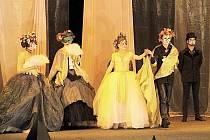 Porota doporučila do užšího výběru na postupovou divadelní přehlídku Popelku Rakovník také 1. Neratovickou divadelní společnost s inscenací Oslí kůže aneb nebojíš se princezničko.