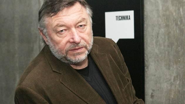 František Zborník žije v České Lípě, je předsedou divadelního klubu Jirásek a pracuje jako vedoucí kulturního centra v Liberci Vratislavicích.