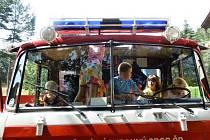 Žádní vedoucí. Děti zabavili hasiči.