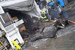 V Zákupech hořel stroj. Hasiči továrně uchránili miliony