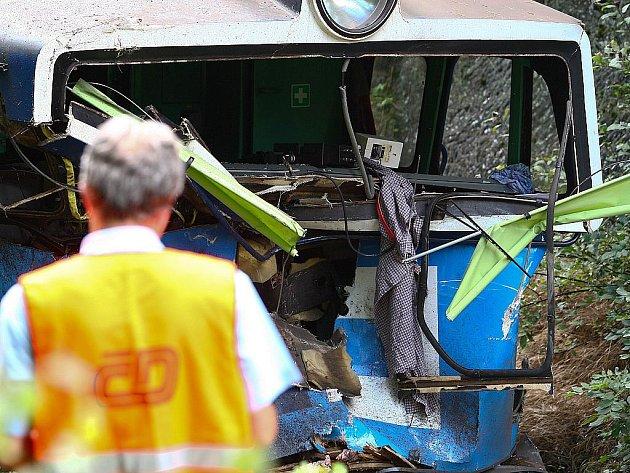 U Svoru dnes narazila lokomotiva do kamionu s návěsem, který předtím spadl ze srázu.