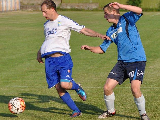 Fotbalisté Doks (bílé dresy) doma nezaváhali a přehráli Frýdlant.