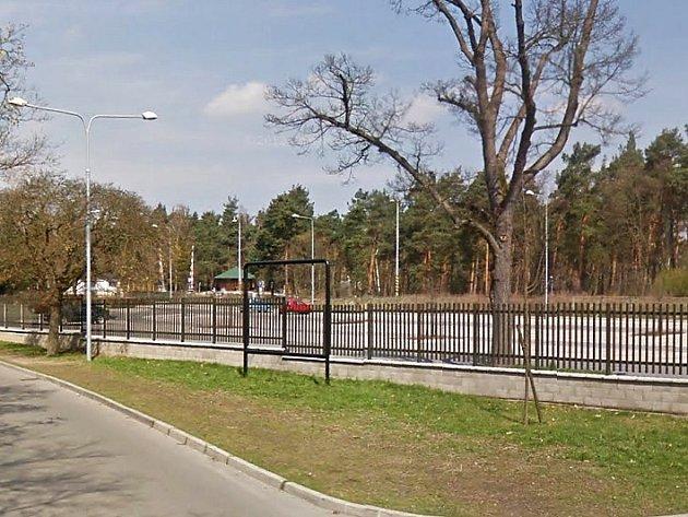 Na výstavbu nového centrálního parkoviště u Máchova jezera získaly Doksy v roce 2008 dotaci dvanáct milionů korun z Evropské unie. Slavnostní otevření plochy se uskutečnilo na začátku června 2009.