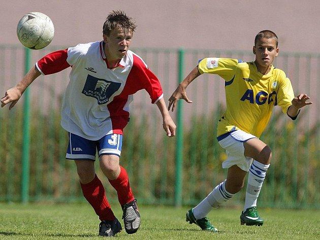 Turnaje Junior NORTH CUP 2009 v Jablonci se zúčastnilo po dvanácti družstvech, vesměs ligových týmů z každé kategorie.