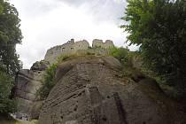 Lázeňskému městečku Oybin dominuje mohutná pískovcová stolová hora s ruinami stejnojmenného hradu a kláštera.
