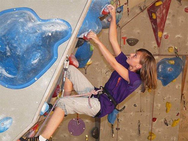 Nejlépe se s nástrahami cest na lezecké stěně vypořádala novoborská Kateřina Bělková.