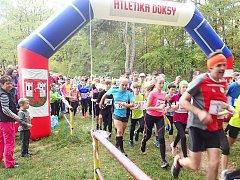 Start hlavního závodu v Doksech, který byl dalším dílem Okresní běžecké ligy (OBL).
