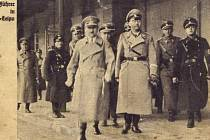 Všechny dochované fotografie Adolfa Hitlera z někdejšího městského nádraží v České Lípě vznikly až 16. března 1939, když už se Vůdce vracel z pokořené Prahy. Napravo od Hitlera říšský náčelník SS Heinrich Himmler, vedle něj Reinhard Heydrich.