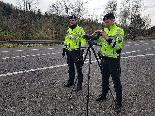 Speciální technika dokáže odhalit přestupky řidičů až na vzdálenost 1 km.